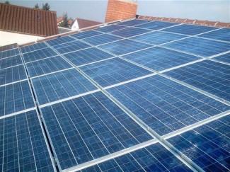 Photovoltaik Aufdach-Anlage mit Modulen Kristallin